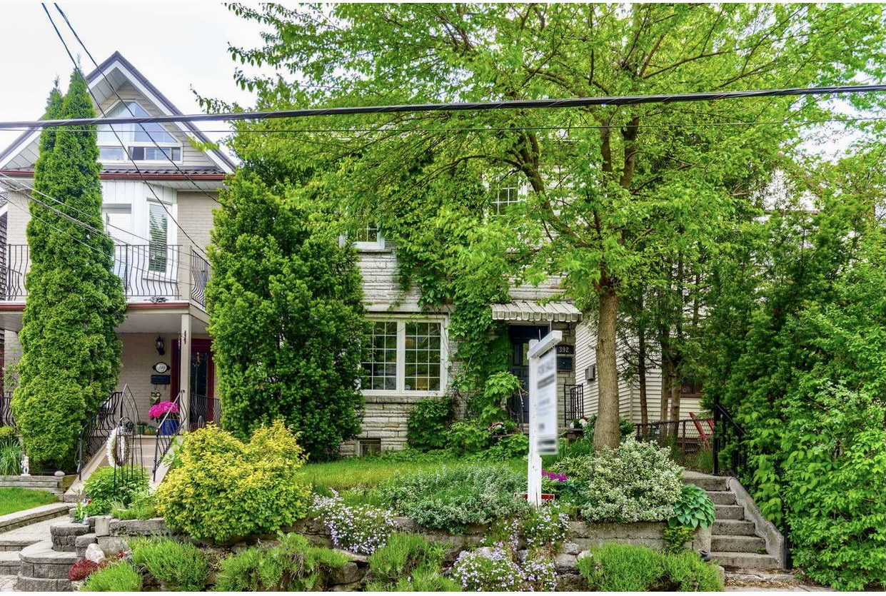 Listing delayed, but demand sparks three quick offers on Toronto house